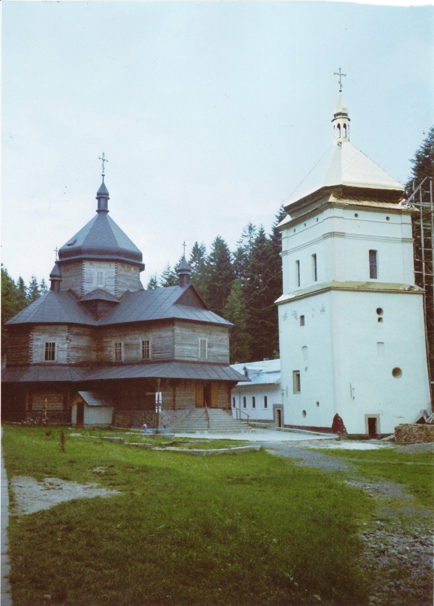 Вигляд на головну церкву та скарбницю